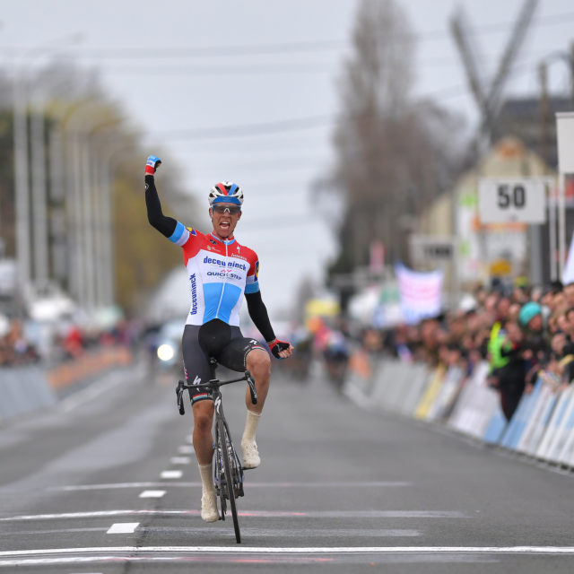 Jungels time trials to solo victory