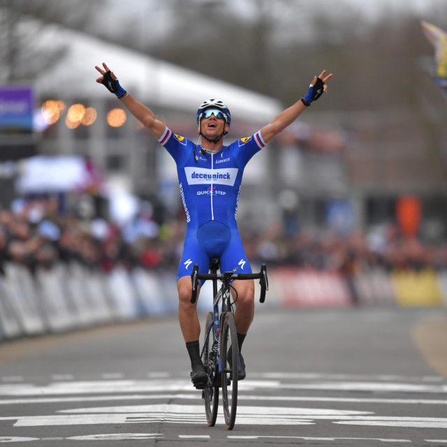 Stybar wins with perfectly-timed late attack